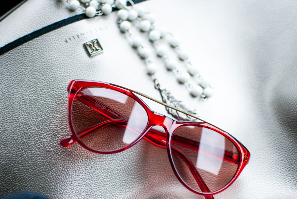 red_sunglasses_coccinelle_bag